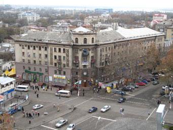 Центр Лардан в Николаеве. Вид на площадь